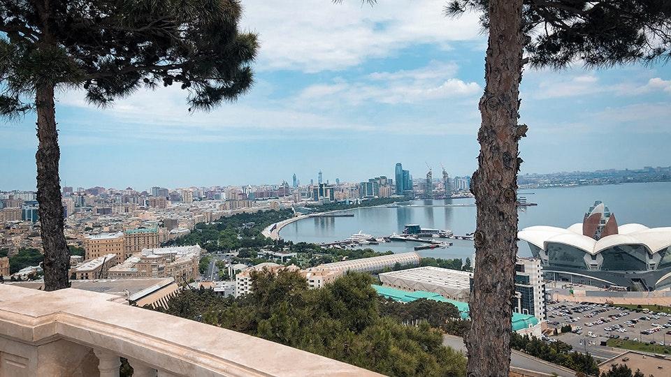 8e7fc4ff8d4 Kell 18:45 saime hotelli fuajees kokku ja autojuht viis meid Bakuu  vanalinna, Dolma restorani. Aserbaidžaanis on võimalik nautida väga head  toitu, ...